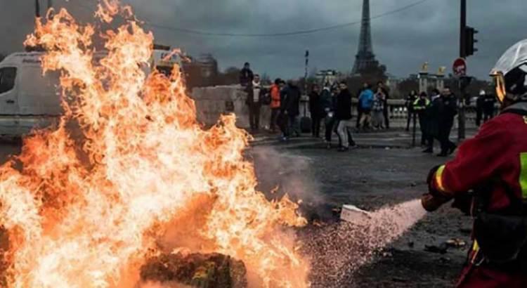 """Cancela Francia definitivamente el """"gasolinazo"""""""