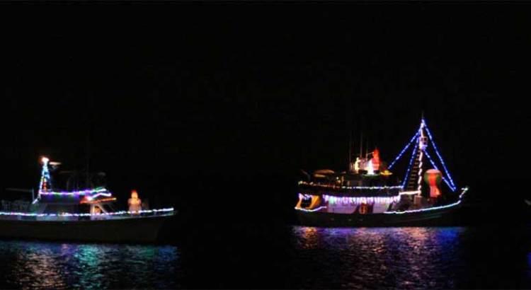 Exitoso primer desfile náutico navideño