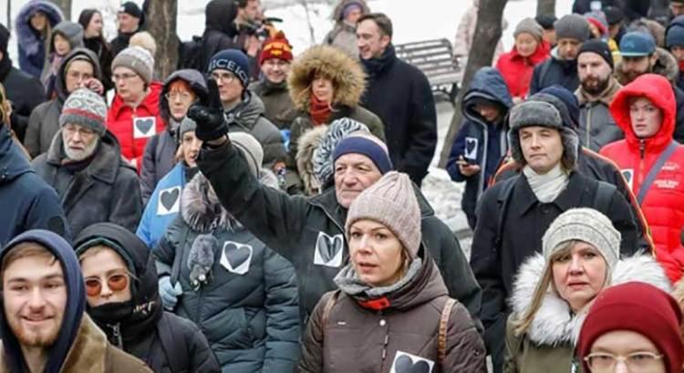 Protestan miles en Rusia