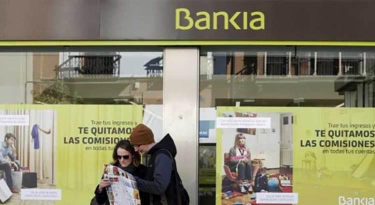 Analizan autoridades federales acciones contra Bankia y Caixabank