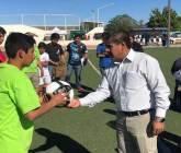 Entrega Alcalde equipo deportivo