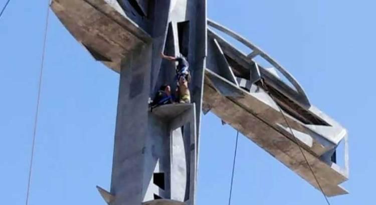 Subió extranjera a la cruz monumental de La Playa