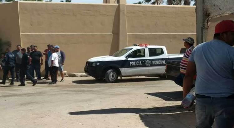 Golpearon taxistas  a chofer de UBER