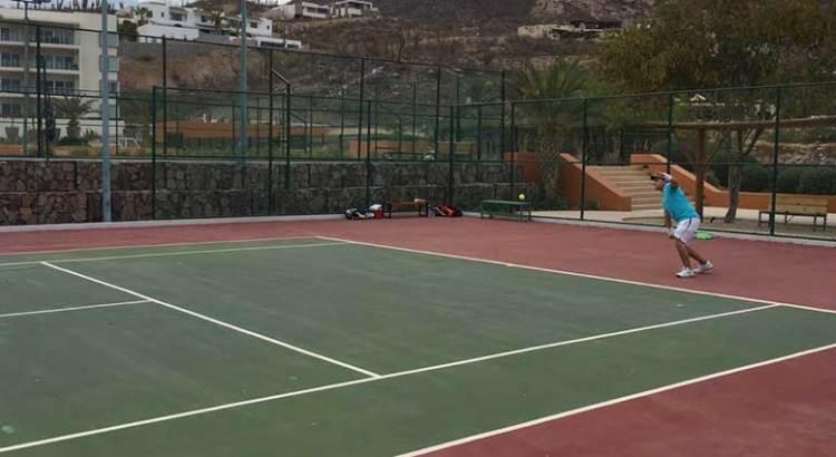 Invita el IMD a clases de tenis para adultos