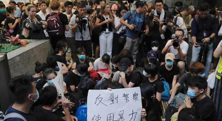 Lanzan manifestantes de Hong Kong llamado al G20