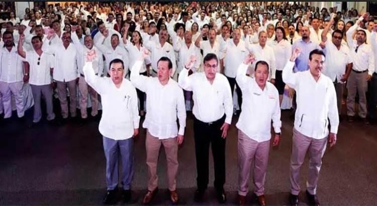 De gira por BCS el líder nacional del SNTE