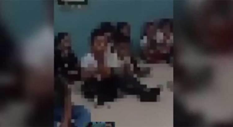 """""""Controla"""" maestra a niños con audio de """"La llorona"""""""