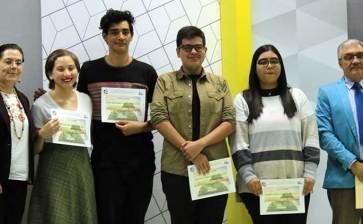 Premian a ganadores de los concursos literarios