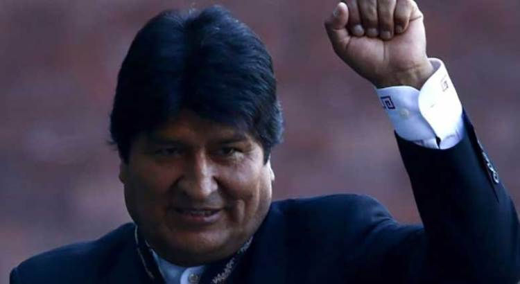 Manda AMLO avión militar por Evo Morales