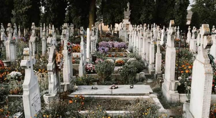 Aquí se prohíbe morir en fines de semana o días festivos