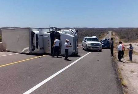 Se volcó camión de Lala