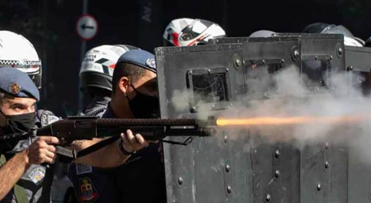 Amenaza Bolsonaro con usar la fuerza pública