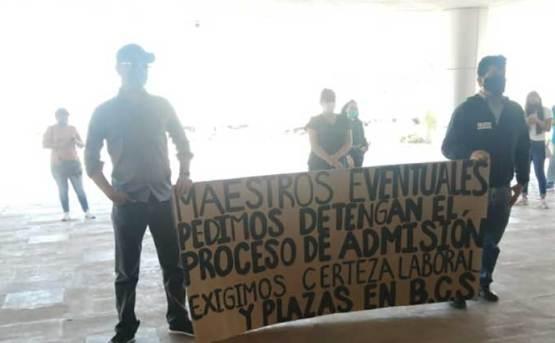 Se manifestaron maestros en Palacio de Gobierno
