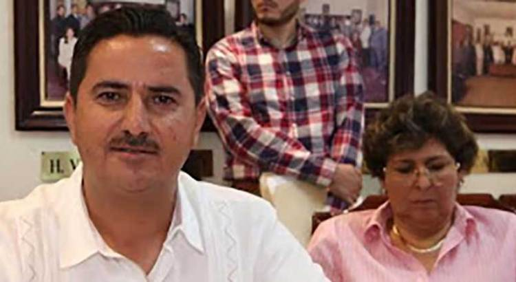 Exigen la renuncia del regidor Jorge López