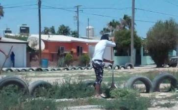 Limpian jóvenes espacio público en Mulegé