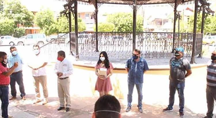 Entrega alcalde Felipe Prado apoyos a taxistas