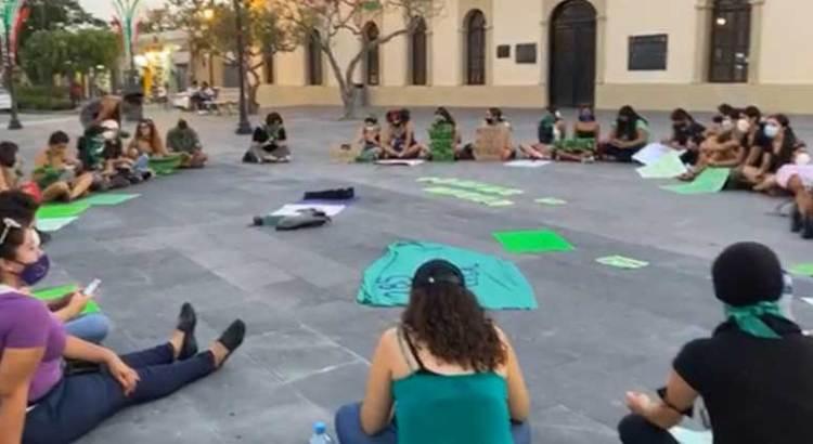 Se manifestaron mujeres afuera del Palacio Municipal cabeño