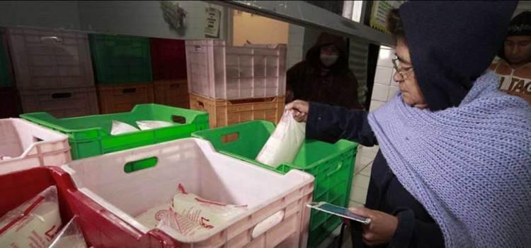 Productores de leche denuncian adeudos de Liconsa