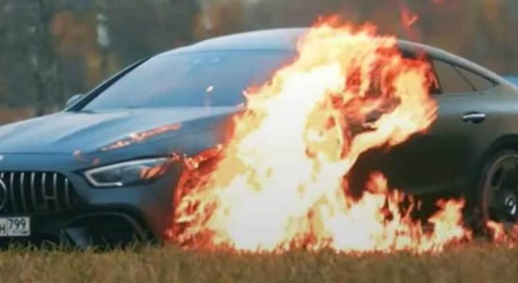 Hizo berrinche y quemó su Mercedes