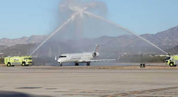Recibe La Paz vuelo inaugural de American Airlines