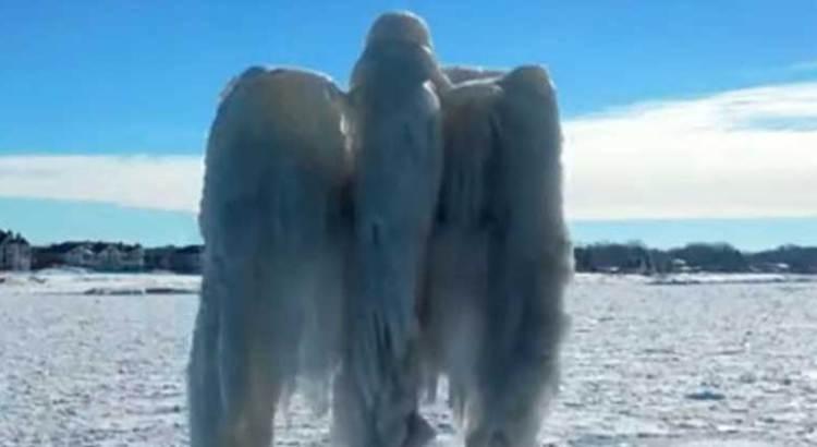 """Aparece """"angel"""" de hielo"""