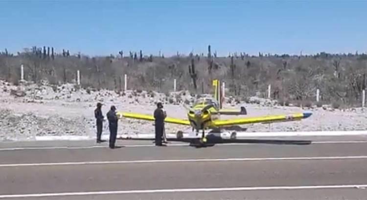 Realizó avioneta aterrizaje de emergencia en la carretera