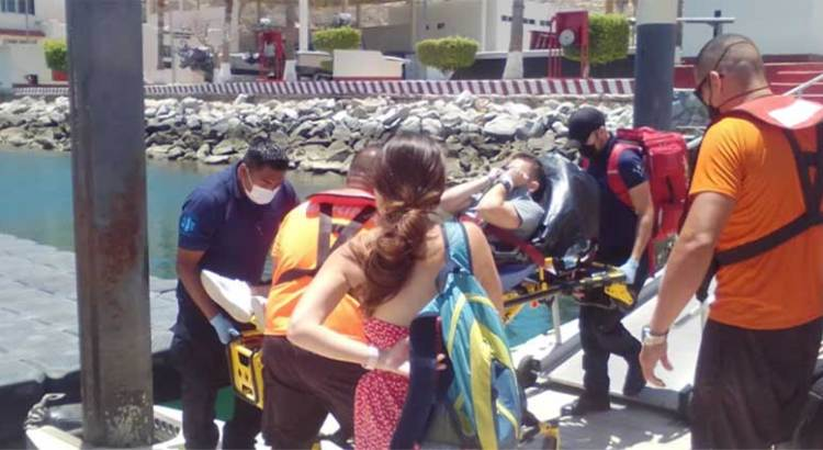 Rescata personal naval a turista intoxicado