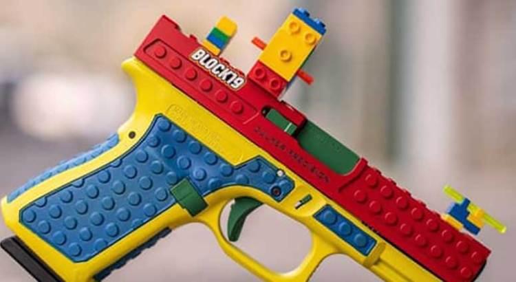 Lanza  LEGO una pistola … de verdad