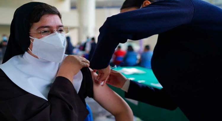 Llama Iglesia a vacunarse contra Covid-19