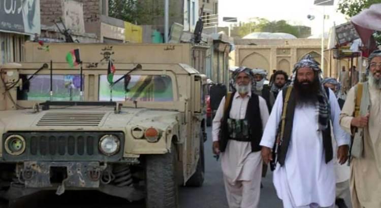 Avanzan los talibanes en Afganistán