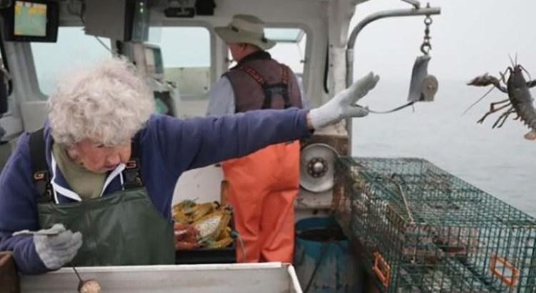 A sus 101 años todavía trabaja en un barco pesquero