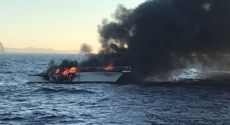 Se incendió barco en aguas sanluqueñas