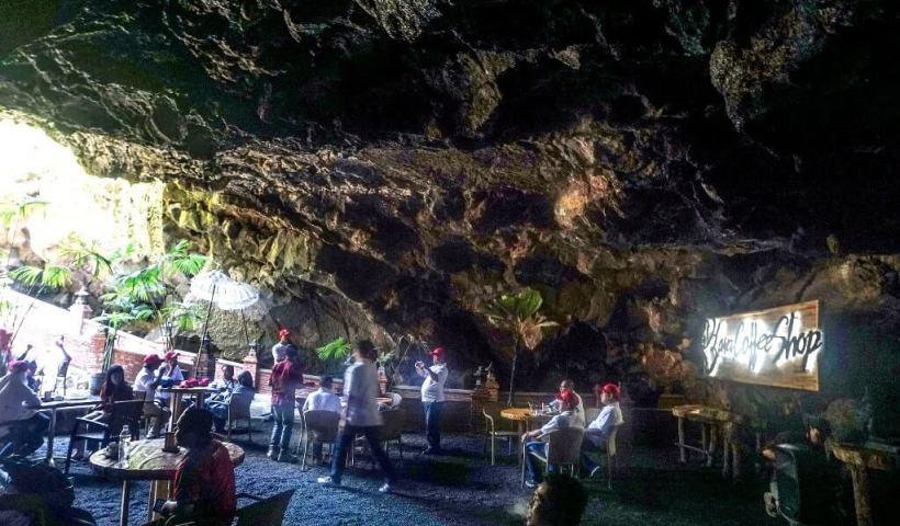 Cafe di Goa Lawa, Purbalingga - Ngopi Santai di Dalam Goa Alami