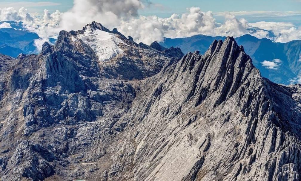 Tujuh Puncak Gunung Tertinggi Seven Summits Indonesia Penjelajah