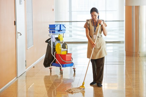 women-mopping-hall-2016-12-01_00004