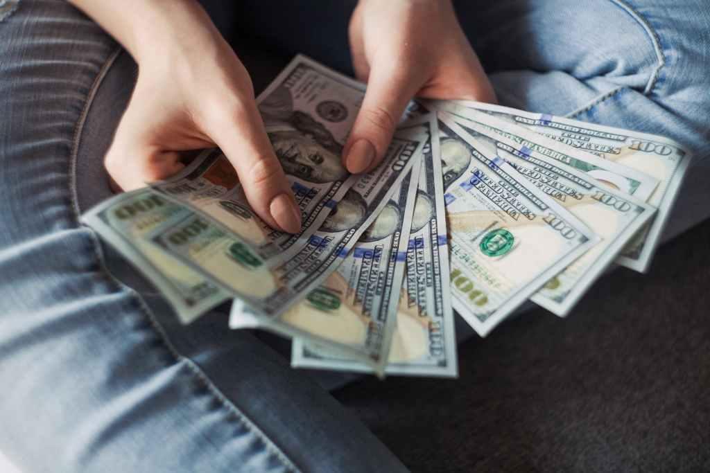 how to handle money for coronavirus
