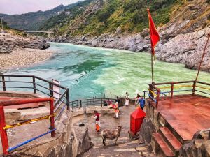 Temple a the confluence of Alaknanda and Bhagirathi river