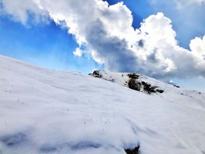 Snow clad mountains of Himalayan Range in Chopta at Tunganath Trek