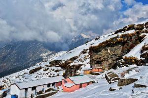Tiny Vacated Huts as you reach the temple of Tunganath in Chopta, Uttrakhand