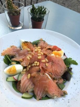 Alfresco dining at 22 Matcatan