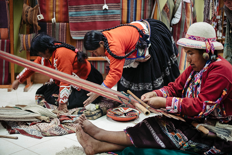 Watch a demonstration in traditional textile weaving at the Centro de Textiles Tradicionales.