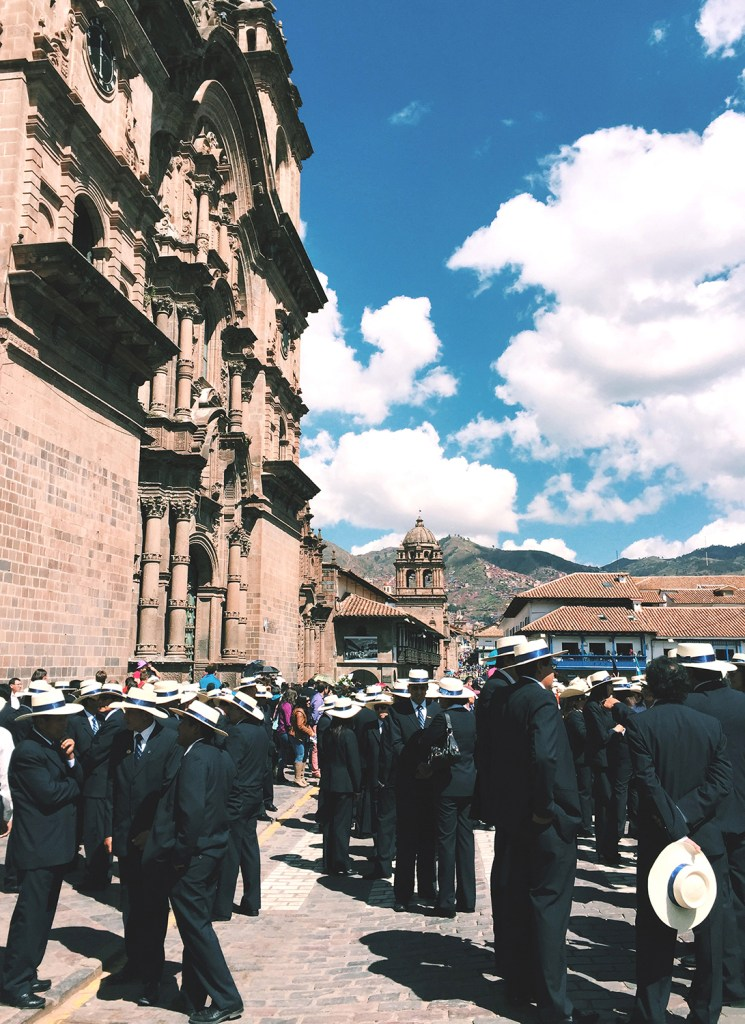 Everyone gathered in Plaza de Armas to commemorate the anniversary of Cusco University.