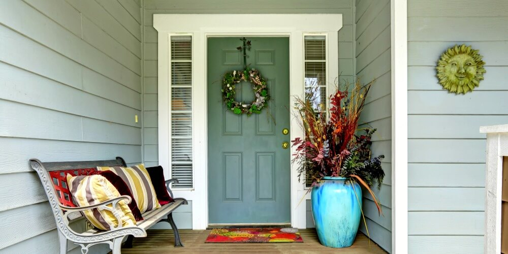 5 Curb Appealing Front Porch Ideas For Winter Months