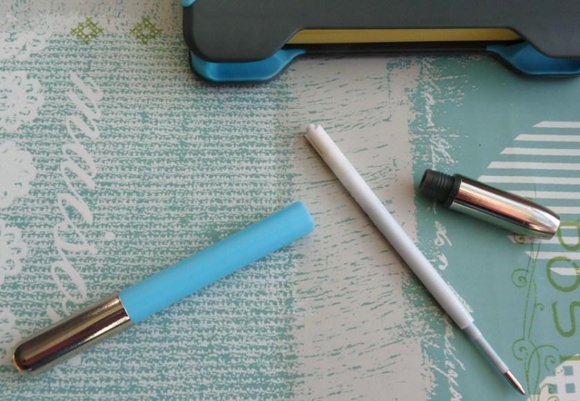 NoteShel Sticky Note Holder pen undone