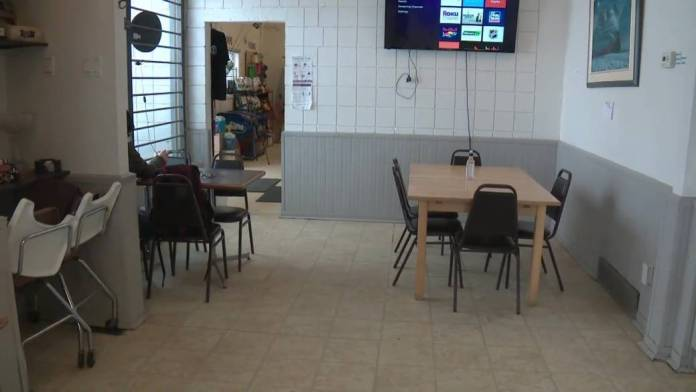 Click to play video: 'AHS drops case, pays legal fees of Alberta café that reopened in spite of COVID-19 rules'