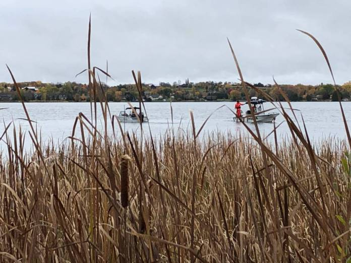 Click to play video: '1 dead, 1 missing after fishing boat capsizes on Chemong Lake'
