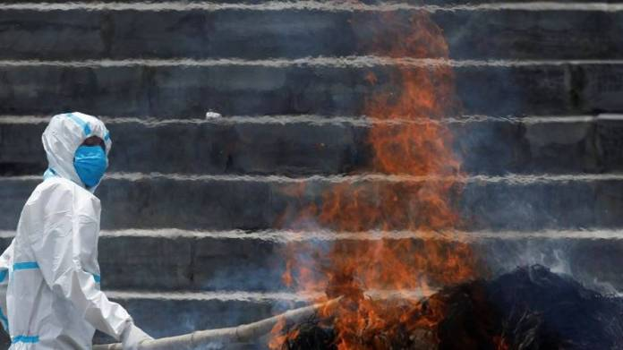 Covid-19 in India: Daughter jumps into funeral pyre at father's cremation - News