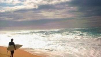 surfer-beach-coucher-du-soleil--surfer_19-99788