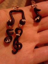 commissione orecchini note musicali