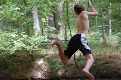 Rope_swing_at_the_creek